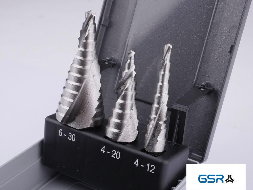 Stufenbohrer blank spiralgenutet in drei verschiedenen Größen zum Bleche bohren